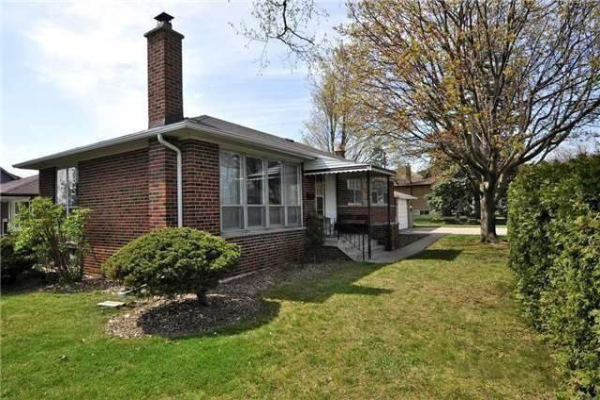 12 Sussex Ave, Richmond Hill