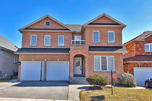 369 Spruce Grove Cres, Newmarket