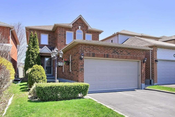 656 College Manor Dr, Newmarket