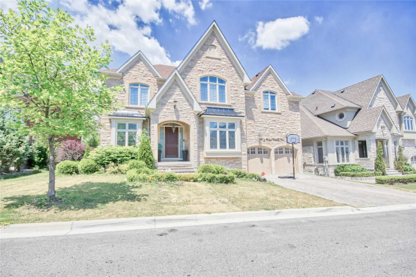 10 Royal County Down Cres, Markham