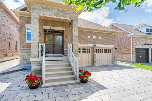 109 Shelbourne Dr, Vaughan