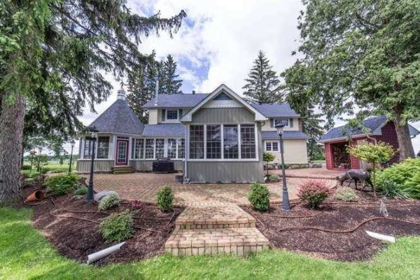 715 Blue Mountain Rd, Uxbridge