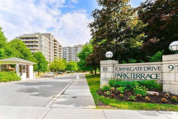 91 Townsgate Dr, Vaughan