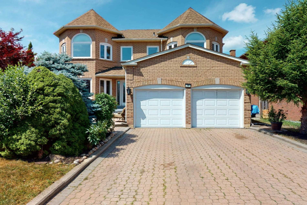 4 Swan Crt, Richmond Hill