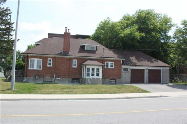 581 Major Mackenzie Dr E, Richmond Hill