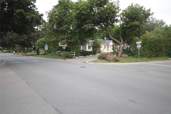 205 Mill St, Richmond Hill