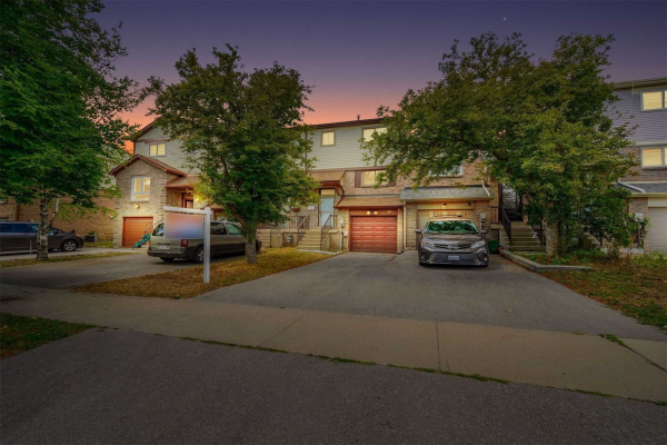 48 Chabad Gate, Vaughan