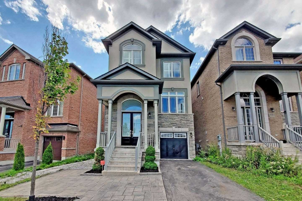 18 Gesher Cres, Vaughan