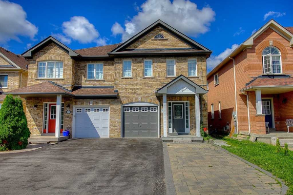127 Burgess Cres, Newmarket