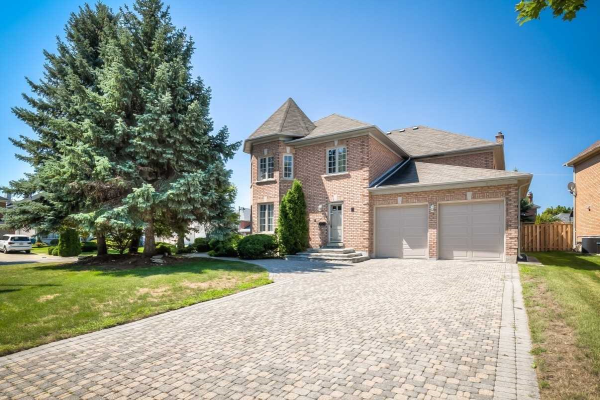 2 Eastgate Cres, Richmond Hill