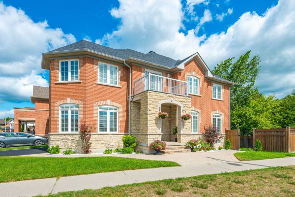 2 Harpers Gate Way, Whitchurch-Stouffville
