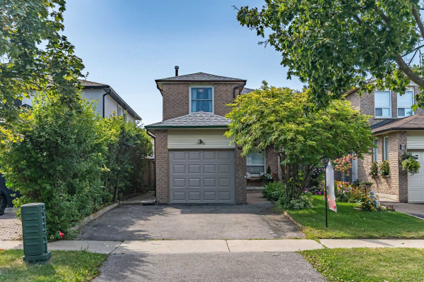 7 Greenbelt Cres, Richmond Hill