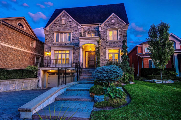 59 Bond Cres, Richmond Hill
