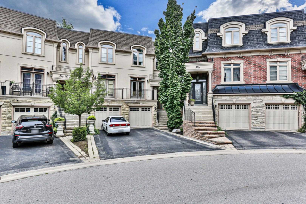 42 Golden Spruce Lane, Vaughan