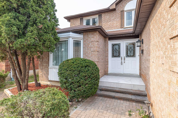 18 Topham Cres, Richmond Hill