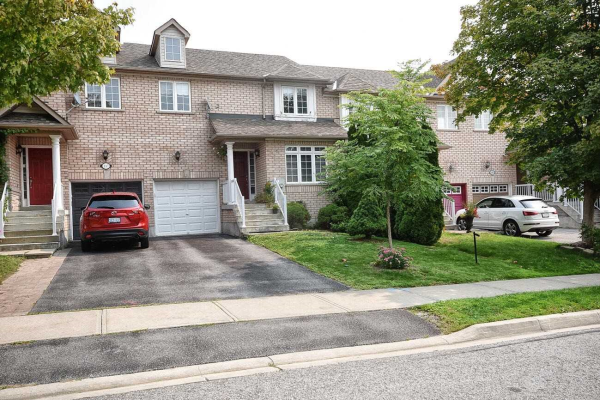 335 Spruce Grove Cres, Newmarket