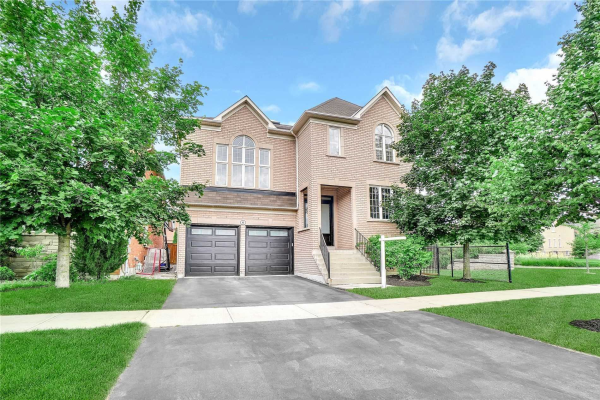 6 Hearthside Ave, Richmond Hill