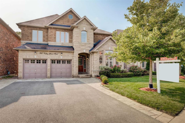 740 Valley Green Tr, Newmarket