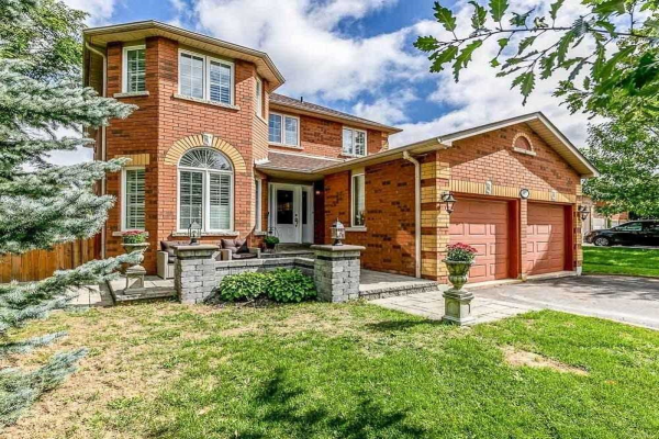 807 College Manor Dr, Newmarket