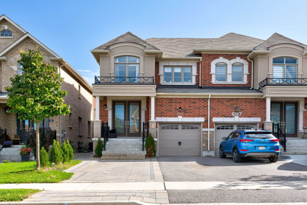 701 Yarfield Cres, Newmarket