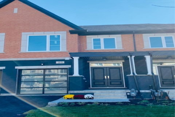 23 Lowther Ave, Richmond Hill