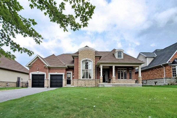 46 Country Club Cres, Uxbridge