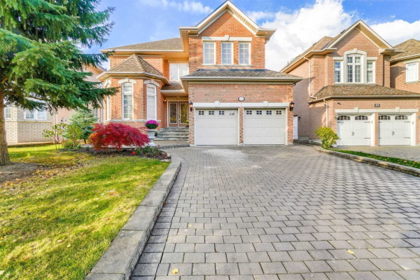 25 Valencia Crt, Richmond Hill