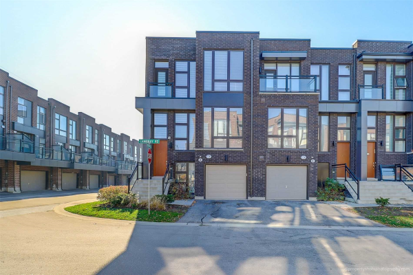 2 Cambray Rd, Vaughan