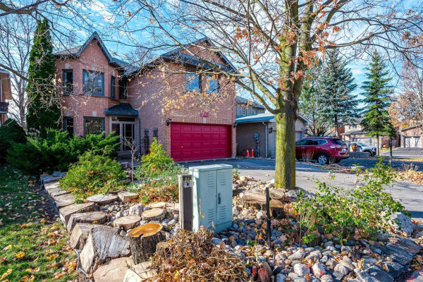 900 College Manor Dr, Newmarket
