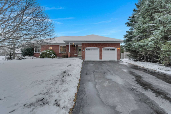 34 Mcfarland St, Whitchurch-Stouffville