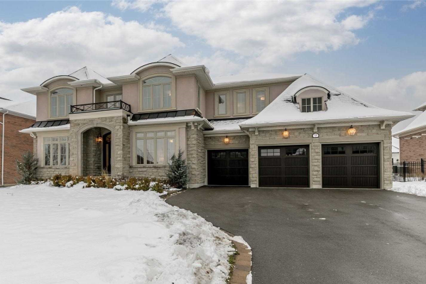 9 Country Club Cres, Uxbridge
