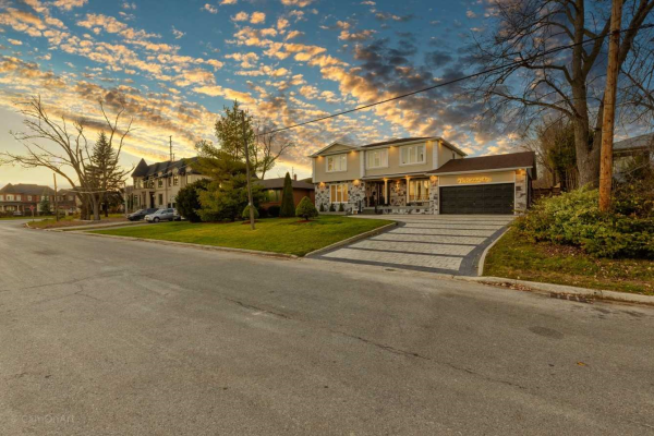 84 Stockdale Cres, Richmond Hill