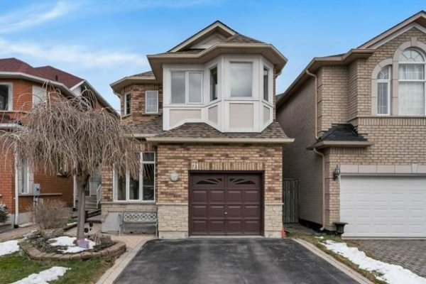 71 Queensway Dr, Richmond Hill