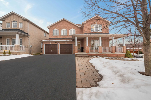 384 Spruce Grove Cres, Newmarket