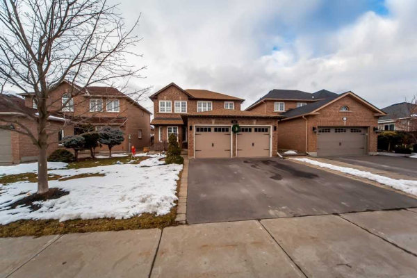 124 Humberland Dr, Richmond Hill
