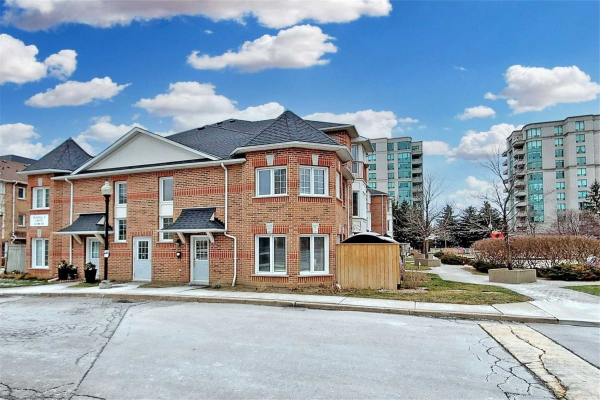 151 Townsgate Dr, Vaughan