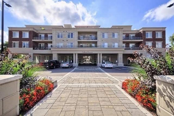 7 Bond Cres, Richmond Hill