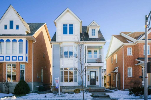 105 The Meadows Ave, Markham