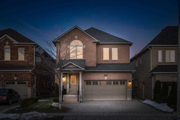 559 Fossil Hill Rd, Vaughan