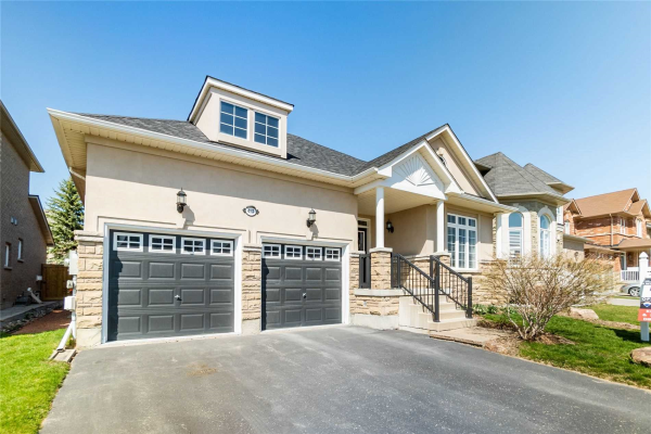 413 Hoover Park Dr, Whitchurch-Stouffville