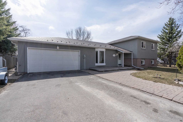 2584 Lawrence Ave, Innisfil