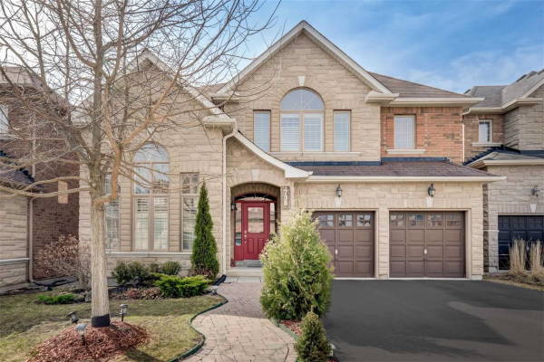 738 Valley Green Tr, Newmarket