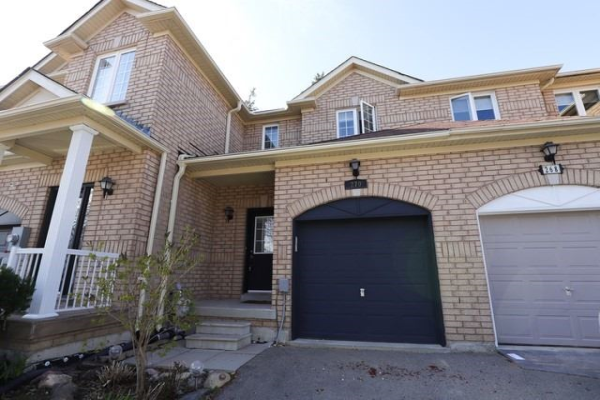 270 Tom Taylor Cres, Newmarket