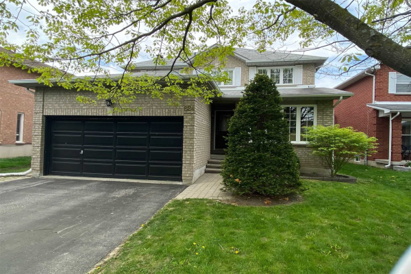 824 College Manor Dr, Newmarket