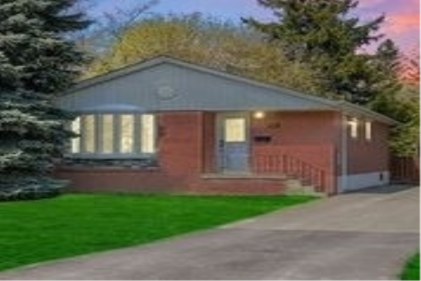 16 Johnson Rd, Aurora
