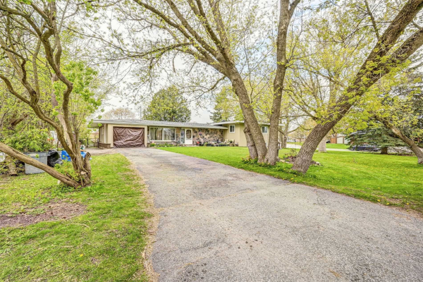 116 Montreal St, Whitchurch-Stouffville