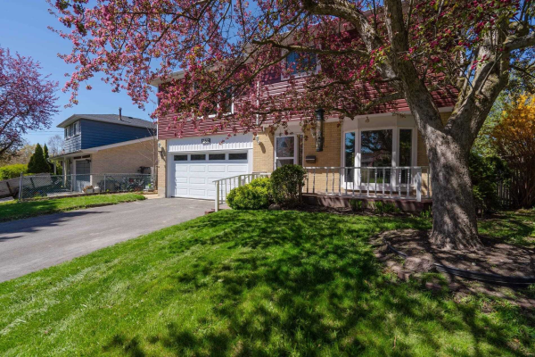 755 Greenfield Cres, Newmarket