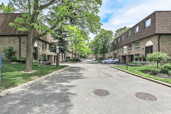 93 Henderson Ave, Markham