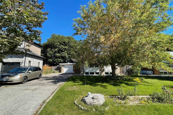 75 Sussex Ave, Richmond Hill