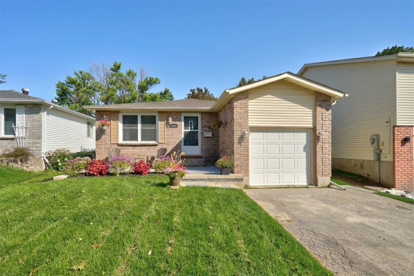 18 Hickling Tr, Barrie